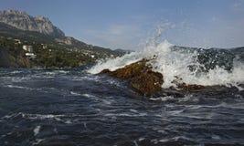 Sprühen Sie eine brechende Welle Stockfotografie