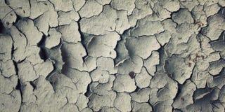 Sprünge im getrockneten Boden Gealtertes Foto stockfotografie