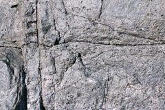Sprünge und löst sich in der abgekühlten Lava auf stockfotos
