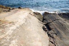 Sprünge zum Meer stockfoto