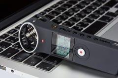 Sprachaufzeichnungsanlage auf einem Laptop Lizenzfreie Stockfotos