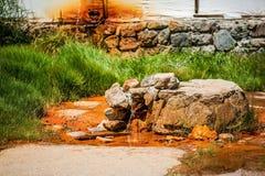 Sprankelend mineraalwater van bronnen royalty-vrije stock afbeeldingen