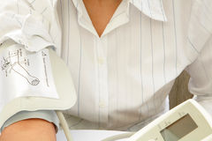 sprawdź ciśnienie krwi Fotografia Stock