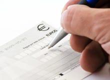 sprawdzać ręki podpisywanie zdjęcia stock