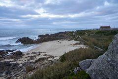 Sprawdza nad plażą zdjęcie royalty free