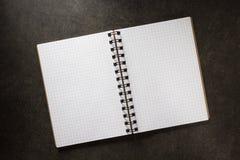 Sprawdzać notatnik na tle Obraz Royalty Free