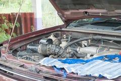 Sprawdza samochodowego silnika Zdjęcia Stock