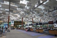 Sprawdza wewnątrz kontuar przy Singapur lotniskiem Zdjęcia Stock