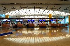 Sprawdza wewnątrz kontuary przy Changi lotniskiem międzynarodowym który lokalizuje w Singapur Fotografia Royalty Free