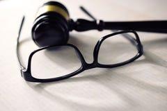 Sprawiedliwość szkła na papierze i sąd Obraz Royalty Free