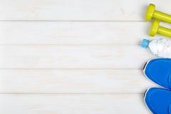 Sprawność fizyczna i dieting pojęcie pomysł na białym drewnianym tle Zdjęcia Royalty Free