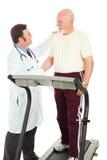 sprawność fizyczna mężczyzna przechodzi seniora test Obrazy Royalty Free