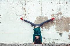 Sprawność fizyczna sporta dziewczyna w ulicie obrazy stock