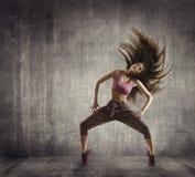 Sprawność fizyczna sporta taniec, kobieta tancerza Latający Włosiany taniec, beton Obraz Stock