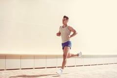 Sprawność fizyczna, trening, sport, stylu życia pojęcie - sportowa bieg obrazy stock