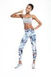 Sprawności fizycznej afro amerykańska kobieta pokazuje kciuk up Zdjęcia Stock
