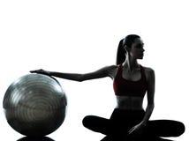 sprawności fizycznej balowa target600_0_ kobieta zdjęcia stock