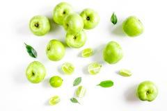 Sprawności fizycznej jedzenie z zielonymi jabłkami na białego tła odgórnym widoku Fotografia Stock