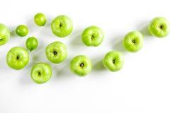 Sprawności fizycznej jedzenie z zielonymi jabłkami na białego tła odgórnym widoku Zdjęcia Stock