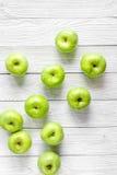 Sprawności fizycznej jedzenie z zielonymi jabłkami na białego tła odgórnym widoku Obraz Stock