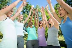 Sprawności fizycznej kładzenia grupowe ręki wpólnie Zdjęcie Royalty Free