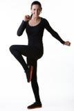 Szczęśliwa uśmiechnięta kobieta robi sportów ćwiczeniom Obrazy Stock