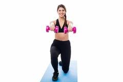 Sprawności fizycznej kobieta robi rozciągania ćwiczeniu Zdjęcia Stock