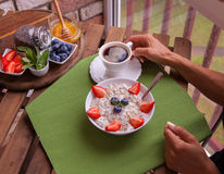 Sprawności fizycznej kobieta zdrowego śniadanie Obraz Stock