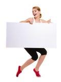 Sprawności fizycznej kobiety mienia sporty pustego miejsca reklamy pusty sztandar Obraz Royalty Free