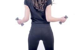 Sprawności fizycznej kobiety podnośni dumbbells fotografia royalty free