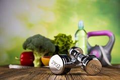 Sprawności fizycznej wyposażenie i zdrowy jedzenie zdjęcia royalty free