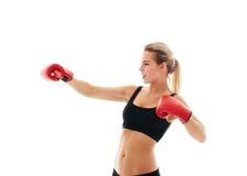 Sprawności fizycznych zdrowe kobiety boksuje w studiu odizolowywającym Obraz Royalty Free