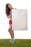 Sprawności fizycznej kobiety mienia pustego papieru wielki znak Zdjęcie Stock