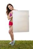 Sprawności fizycznej kobiety mienia pustego papieru wielki znak Fotografia Royalty Free