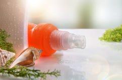Spray des Lichtschutzes zwei mit Vorderansichtabschluß der Muscheln oben Stockfoto