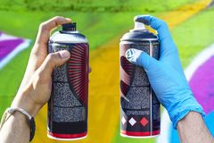 Spray-Dosen mit Unterschiedfarbe Stockbilder