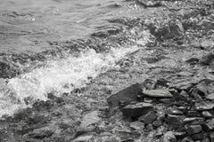 Spray durchgebrannt von den Wellen Lizenzfreies Stockfoto