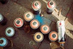 Spraydosen auf der Pflasterung bei Overline stauen Hip-Hop-Ereignis Lizenzfreies Stockfoto