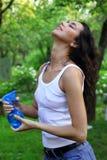 sprays under vattenkvinna Royaltyfri Foto