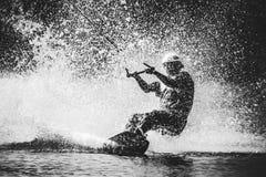 Spraywasser nach extremem Sprung an Bord Stockfotos