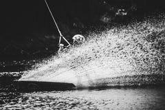 Spraywasser nach extremem Sprung an Bord Lizenzfreies Stockbild