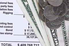 Spreadsheets com dólares foto de stock