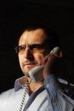 Sprechen durch Telefon Lizenzfreie Stockfotos
