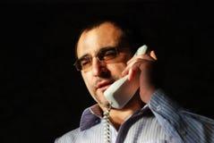 Sprechen durch Telefon Stockfoto