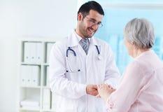 Sprechen mit Patienten Stockfoto