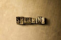 SPRECHEN - Nahaufnahme der grungy Weinlese setzte Wort auf Metallhintergrund Stockbilder