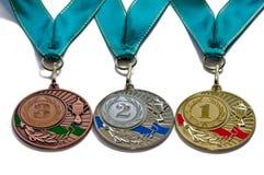 Sprechen Sie die Medaillengoldsilber- und Bronzefarben mit grünen Bändern zu Stockfotografie