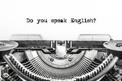 Sprechen Sie Englisch? geschriebener Text auf einer Weinlese-Schreibmaschine, altes Papier, Nahaufnahme stockfotos
