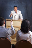 Sprechen zu dem Publikum Stockbilder