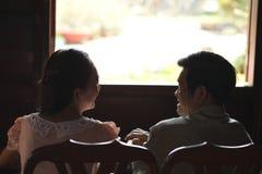 Sprechende ältere Paare Lizenzfreies Stockbild